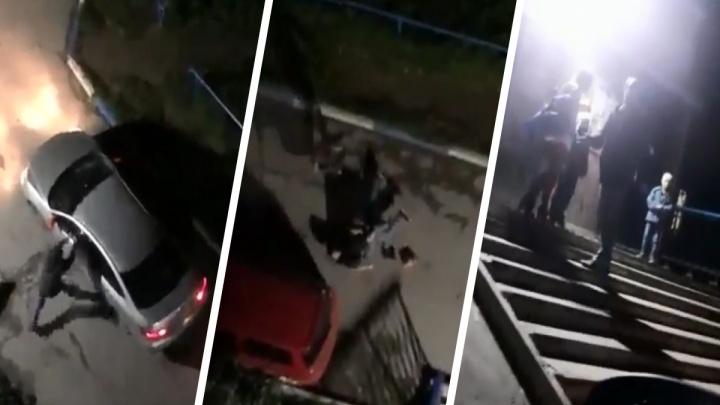 Пассажир разбил машину таксисту за отказ везти детей без спецкресла — потасовку сняли очевидцы