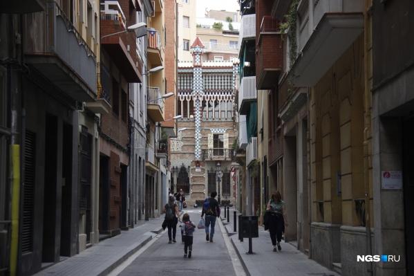 После снятия карантина испанцы гуляют по очереди: утром и вечером — молодежь, днем — дети