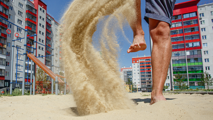 Где в Челябинске живут, как на курорте: гуляют по песку босиком, едят шашлыки, ныряют в термы