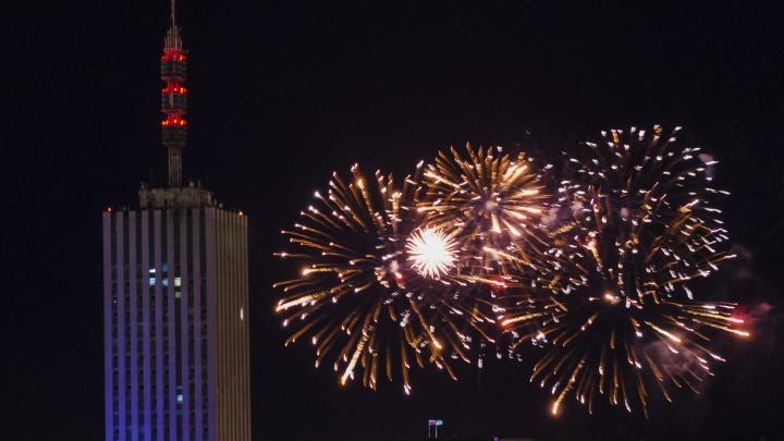 В оперштабе Архангельской области ответили, можно ли в Новый год запускать фейерверк во дворе