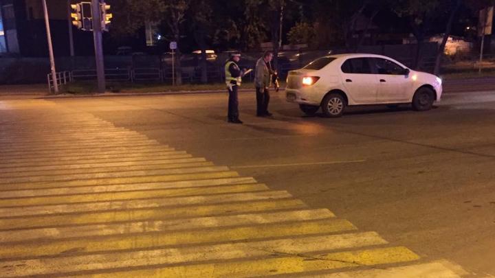 В Челябинске на ночной дороге сбили двух несовершеннолетних студенток