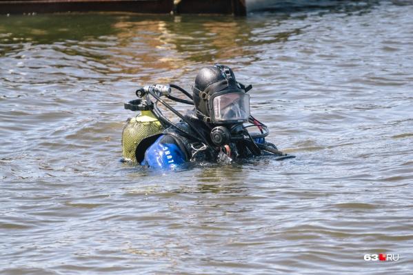 Тела погибших в водоемах ищут водолазы областной спасательной службы
