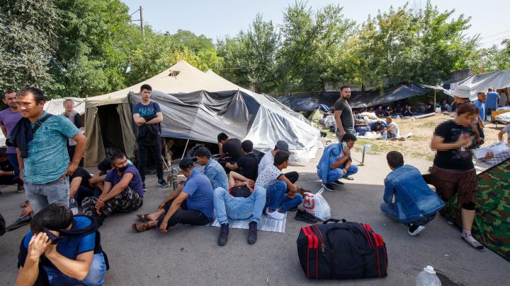Власти Ростова рассказали, как помогут застрявшим на вокзале гражданам Узбекистана