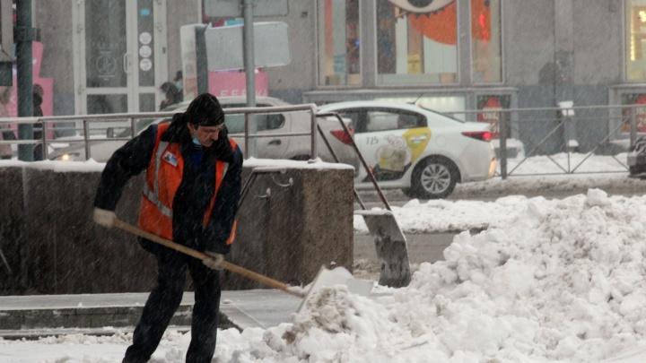 На дороги вывели 250 машин: мэр Новосибирска рассказал, как город будет бороться со снегом
