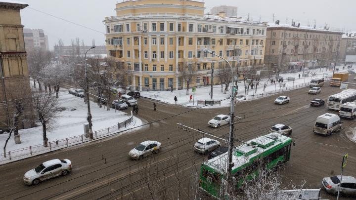 «По возможности пересядьте на автобусы»: мэрия Волгограда рассказала о борьбе с гололедом