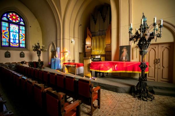 Органный зал и приход Преображения Господня римско-католической церкви