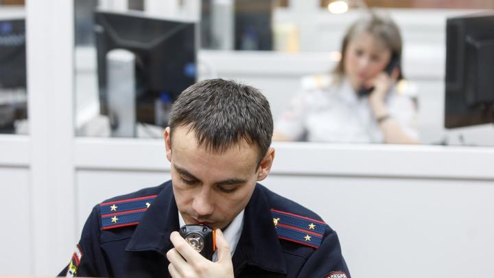 Кто виноват — пока не известно: в Волгограде после ДТП перевернулась патрульная «Лада»