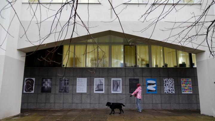 Ночью Добролюбовку обклеили плакатами: в Архангельске стартовал фестиваль «Типомания»
