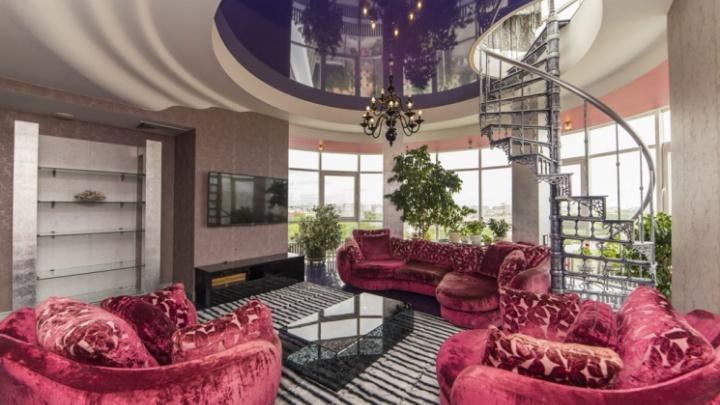 В ней можно уместить 15 «однушек»: на ВИЗе продают гигантскую квартиру с личной террасой и сауной
