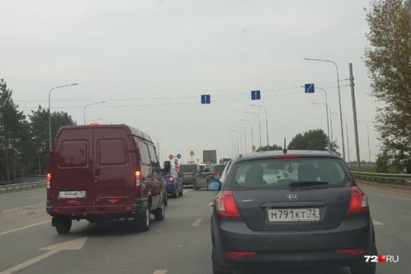 Проблемы с движением на Московском тракте обострились из-за закрытия еще одной полосы путепровода на ремонт