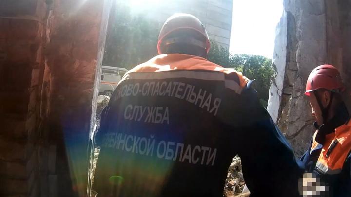 В Магнитогорске 18-летняя девушка упала с крыши четырёхэтажного дома, делая селфи