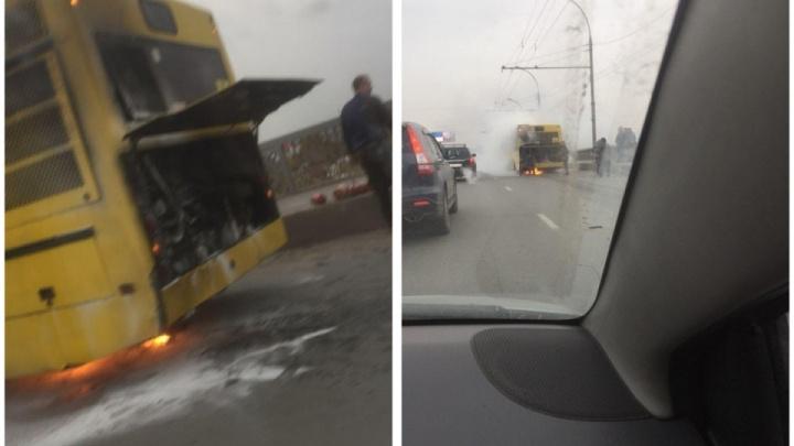 Перевозчика наказали за неисправность в автобусе, который загорелся на Димитровском мосту