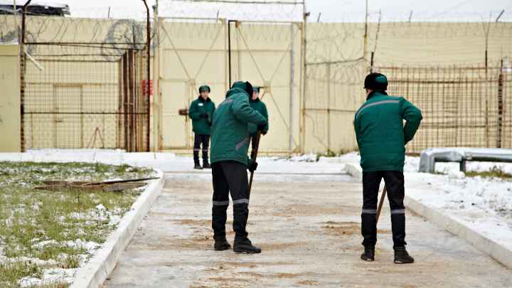 Осужденные колонии в Североонежске избили надзирателя из-за найденного тайника