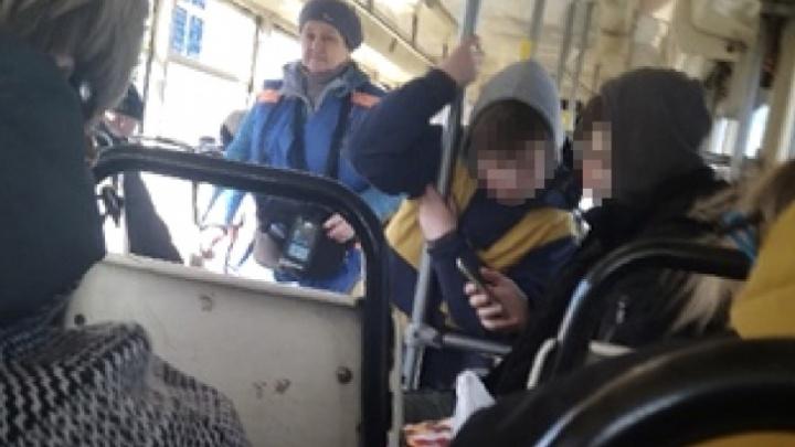 «Когда нам предоставят защиту от детей?»: реакция ярославцев на скандал со школьниками в трамвае