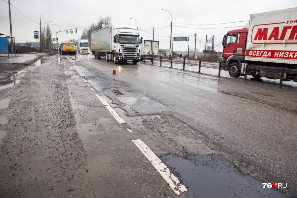 Дорогу у Суринского начали ремонтировать