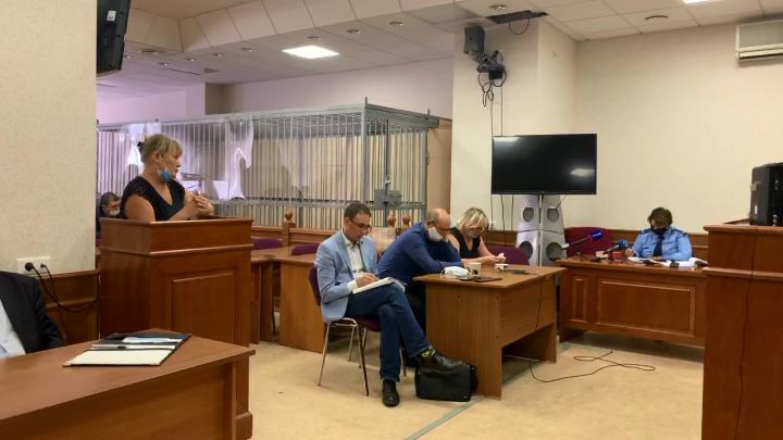 Для обвиняемого в убийстве девушек на Уктусе потребовали смертную казнь: онлайн из суда