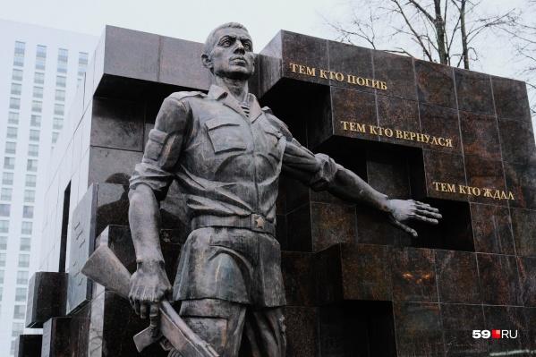 Памятник Русскому Солдату появился на аллееСоветской Армии