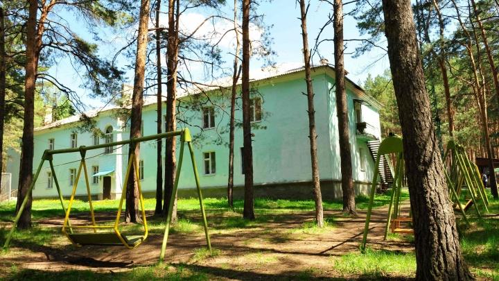 Замдиректора лагеря под Челябинском задержали за домогательства к детям