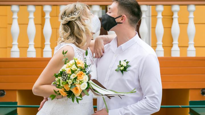 Свадьбы не будет: пары проходят проверку на прочность, организаторы и ведущие считают убытки