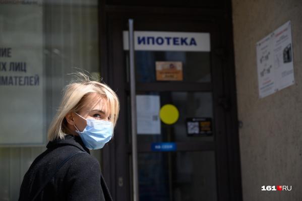 Хотя от коронавируса пострадали все, получить ипотечные каникулы в банках оказалось не так просто