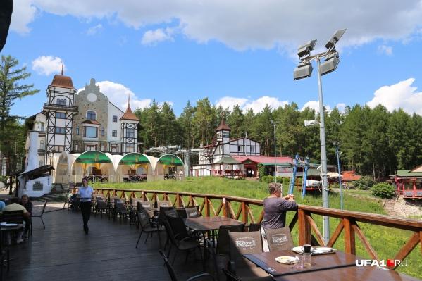 Гостиница была построена в 2012 годук Всемирным детским играм