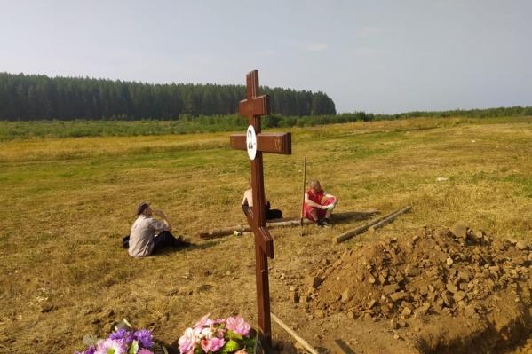 Накануне эксгумации тело попытались выкопать без документов