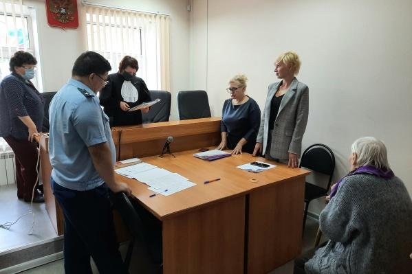 Иск в суд подавал омбудсмен, но Александра Михайловна тоже пришла на заседание — поддержать требования