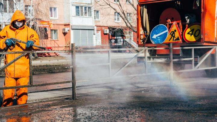 Воины хлорки и радуги: как дорожные рабочие с коронавирусом сражались