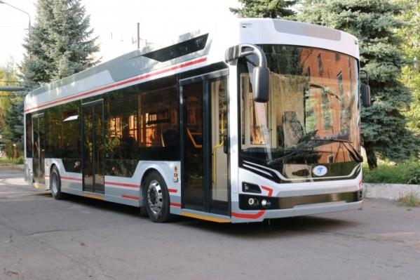 У новых троллейбусов будет «омская раскраска» — их забрендировали в фирменные цвета
