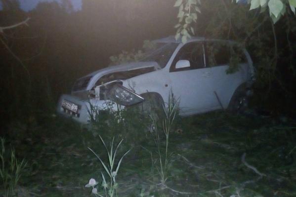 Авария случилась летом. В машине было пять человек, двое погибли