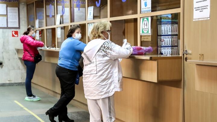 В нижегородские поликлиники срочно нужны волонтеры