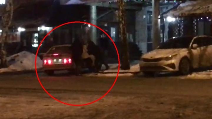 В Екатеринбурге задержали банду организаторов проституции: видео