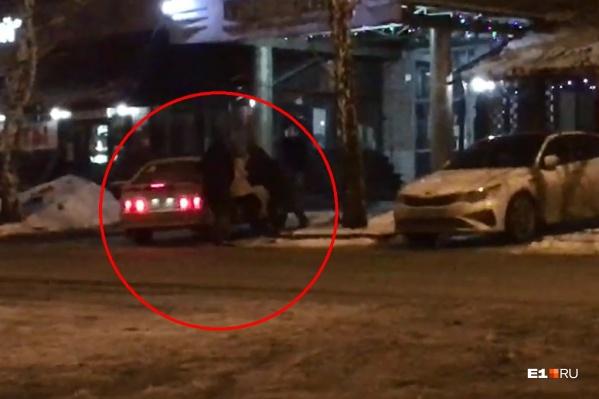 Задержание произошло ночью, момент попал на видео
