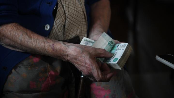 В Екатеринбурге мошенники под видом врачей стали проникать в квартиры к пожилым людям