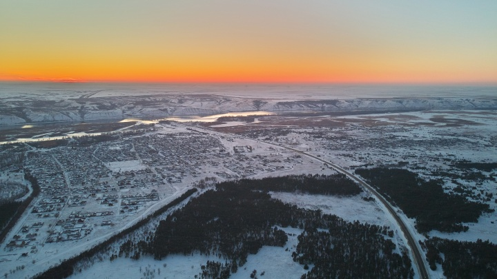 «Отгрузили больше половины прошлогодней нормы снега»: завьюженный Калач-на-Дону показали с высоты