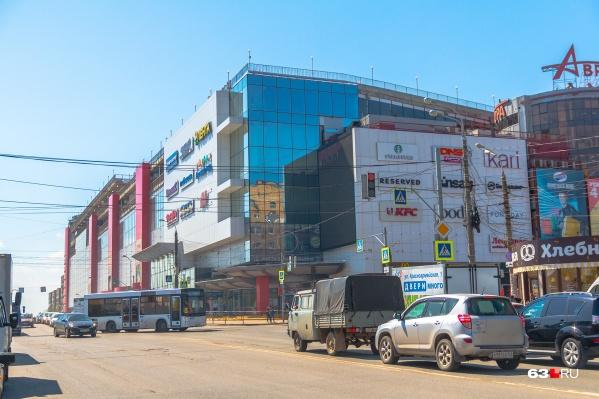 Навстречу своим арендодателям пошли в ТЦ «Аврора», «Эль Рио» и «МЕГА»