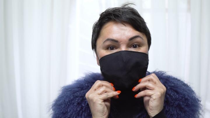 «Надеюсь, скоро будем красить в них заборы»: волгоградка спасает бизнес и горожан пошивом дефицитных масок