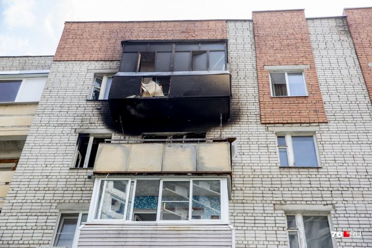 Пожар произошёл в квартире на 4-м этаже пятиэтажного жилого дома