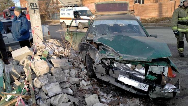 Капот разворотило: в Тольятти «Лада» протаранила машину с маленькими детьми