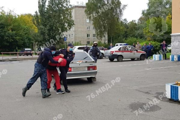 Виталия Молчанова привезли в отделение полиции
