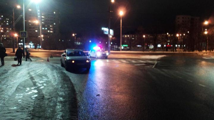 В Архангельске на нерегулируемом пешеходном переходе рядом с АГКЦ сбили женщину