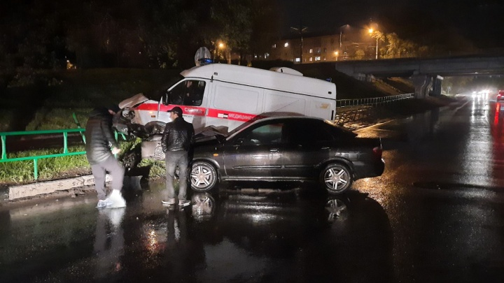 В Кузбассе произошло жесткое ДТП со скорой: в МВД рассказали подробности