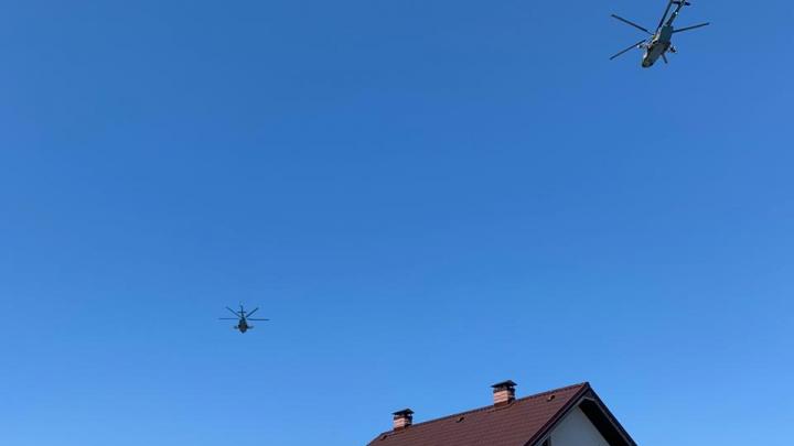 В небе над Екатеринбургом пролетели два военных вертолета: какой приказ они выполняли