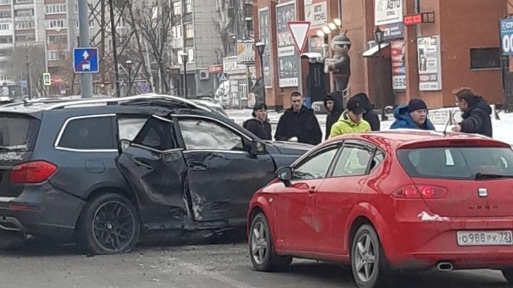 SEAT и Mercedes не поделили дорогу на Мельникайте: пострадал подросток