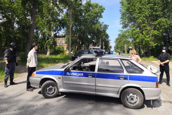 Мужчину и женщину задержали сотрудники полиции