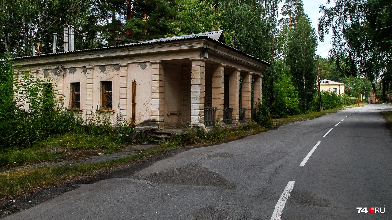 Здание КПП на выезде с полуострова Мендаркин: заключённые, включая Зубра, могли пересекать эту границу только по не дай бог каким причинам