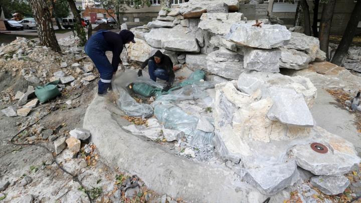В курганском сквере обустраивают сад камней и водопад