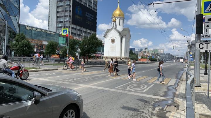 Хотели как лучше: на Красном проспекте воткнули новый светофор и тем самым увеличили пробки