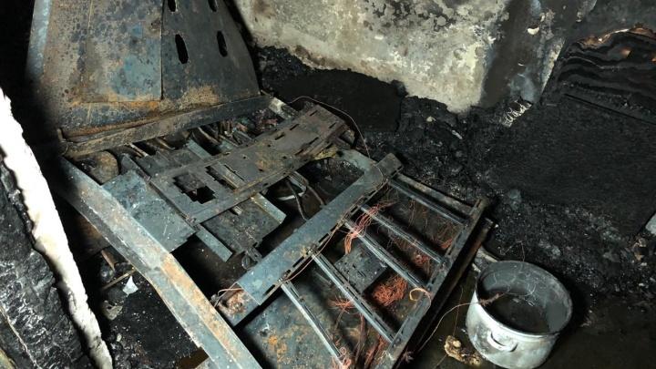 Подъезд обуглился: на Ново-Вокзальной произошел смертельный пожар