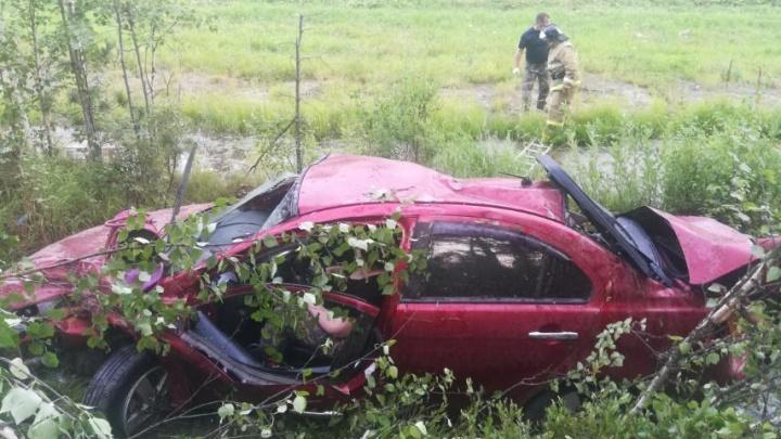 Машина перевернулась и слетела в кювет: на тюменской трассе погибла пенсионерка